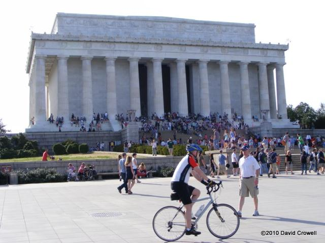 Tourists in front of the Lincoln Memorial